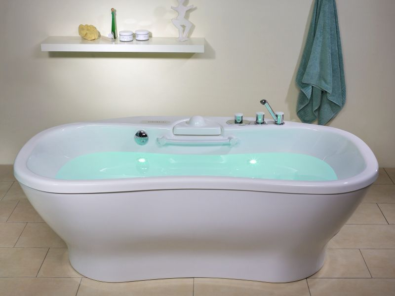 Hydromassage bathtub with sonotherapy speakers / with chromotherapy ...