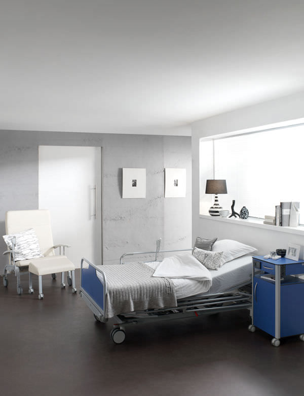 Hospital bed / electric / height-adjustable / bariatric - OLYMPIA ...