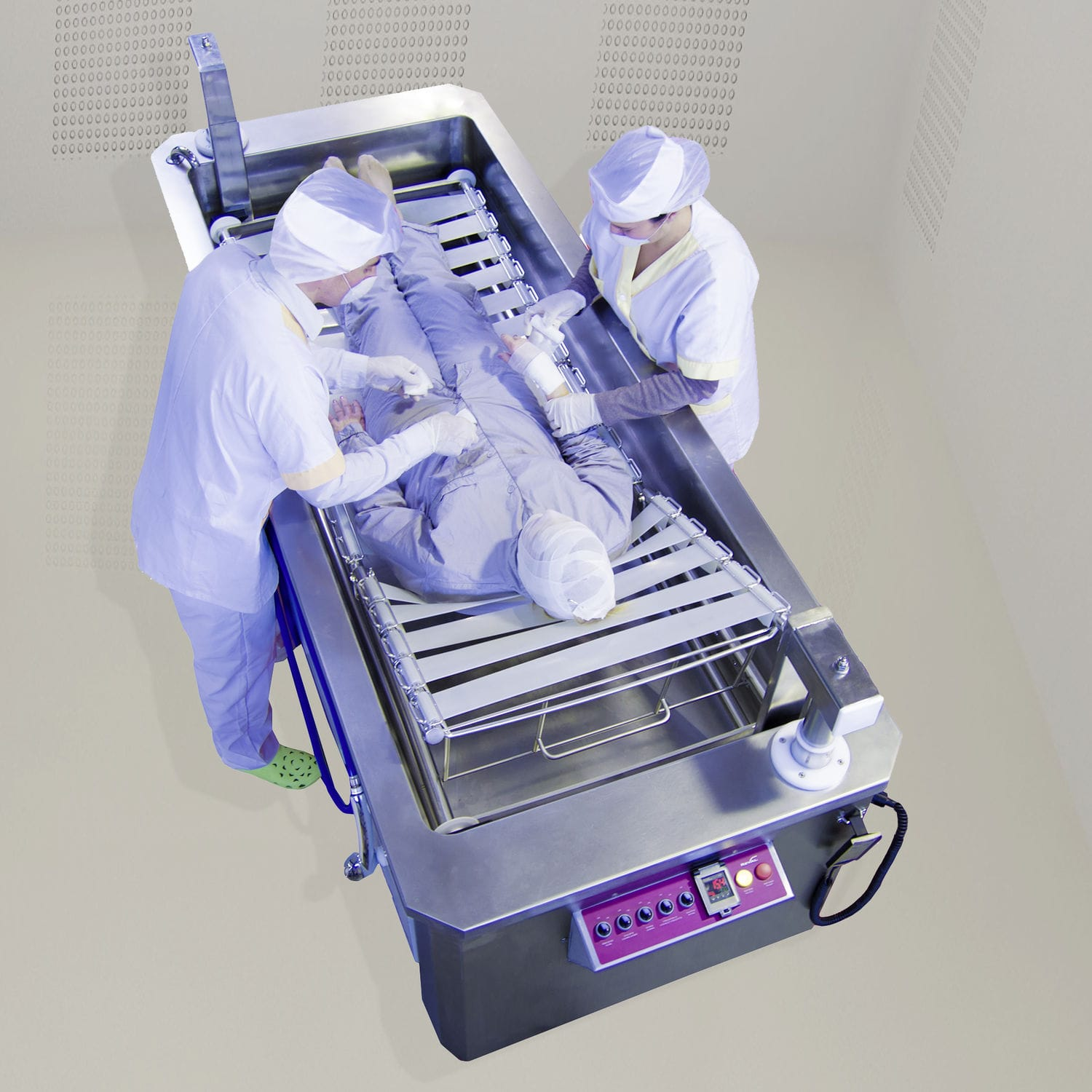 Electric medical bathtub / height-adjustable / for burn victims ...