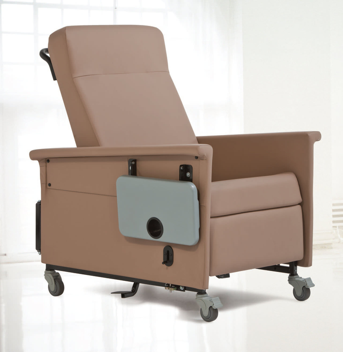 Reclining patient chair on casters with legrest