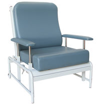 Height-adjustable patient chair / manual