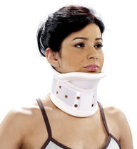 Rigid cervical collar / with chin rest / C3 / adult