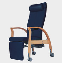 Nursing home chair / on casters / manual