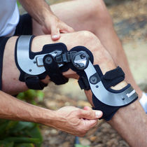 Knee orthosis / knee distraction (osteoarthritis) / articulated