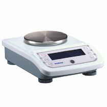 Electronic laboratory balances / with digital display / bench-top