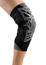 Knee orthosis / with flexible stays