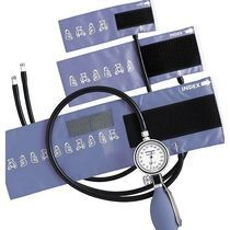 Hand-held pediatric aneroid sphygmomanometer