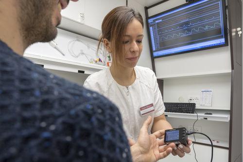 fingertip multi-parameter monitor / non-invasive blood pressure / SpO2 / clinical