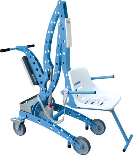 battery-operated patient lift / on casters / pool