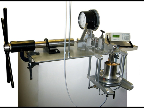 Falling Needle Viscometer Designed for High Pressure