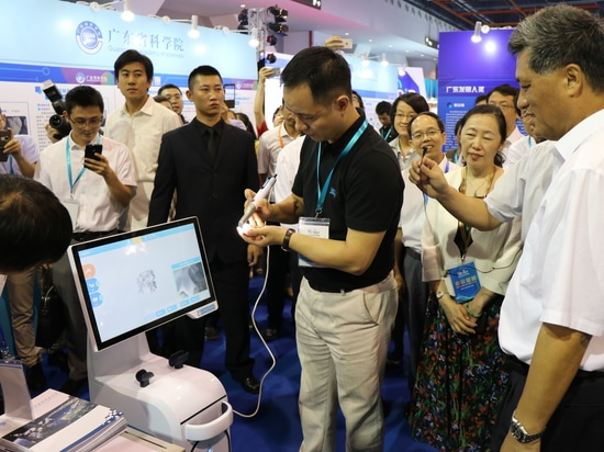Governor of province XING RUI .MA visited LAUNCA booth at Guangdong Intellectual property trade