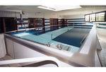 piscina de reabilitação elevada