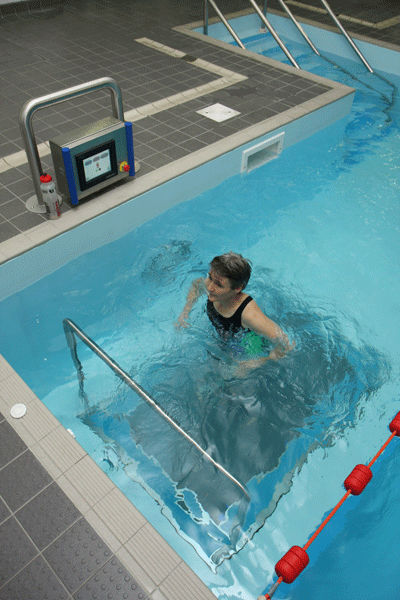Swimming pool treadmill / with handrails - FUSION Integrated ...