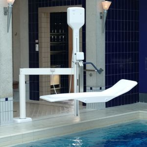 electric patient lift / floor-mounted / pool