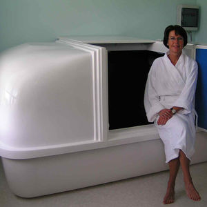 isolation tank with sonotherapy speakers