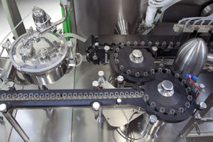 compact filler / in-line / for the pharmaceutical industry / for liquids
