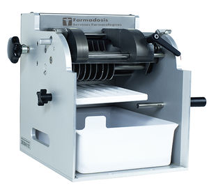 tabletop deblistering machine / compact / for the pharmaceutical industry / for blister packs