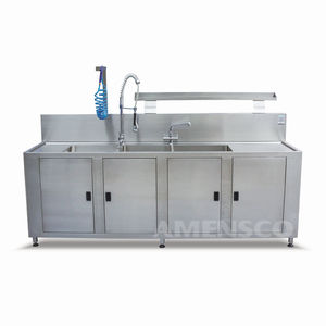 cleaning station for the medical sector