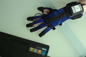 hand rehabilitation system / computer-assisted