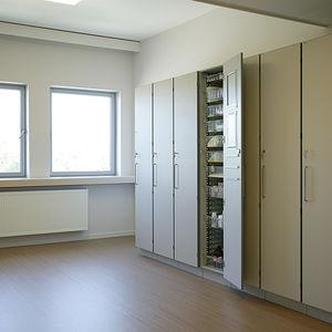 hospital cabinet / for instruments / medication / with shelf