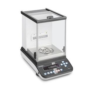electronic laboratory balances / analytical / with digital display / benchtop