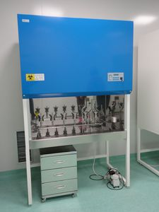 horizontal laminar flow fume hood / laboratory / for the pharmaceutical industry / weighing