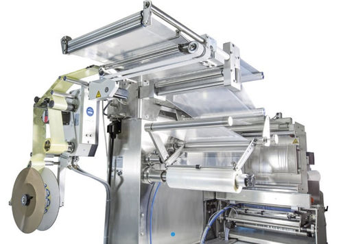 thermoformer labeling machine