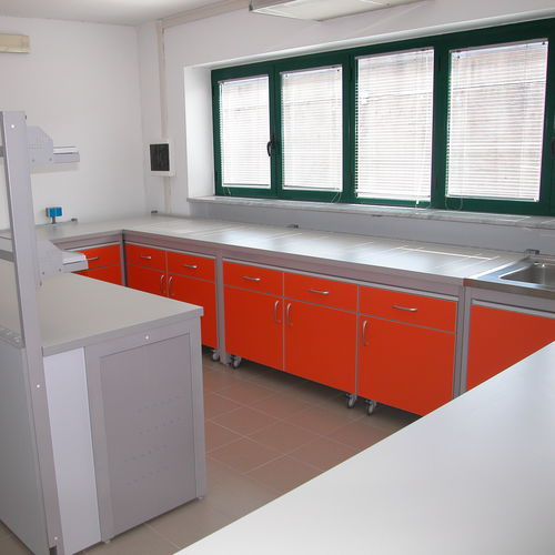 histopathology laboratory bench