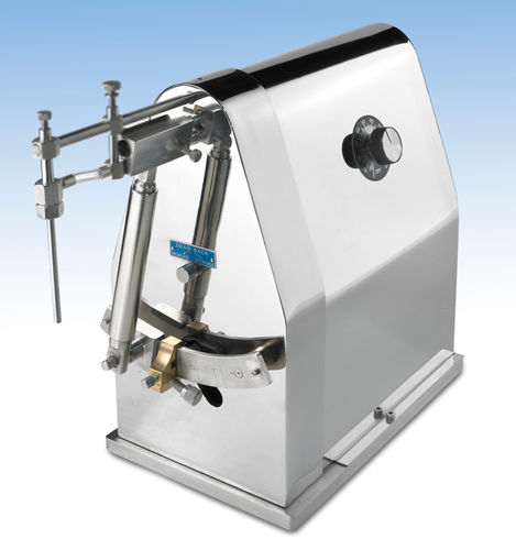liquid filler / tabletop / container / for the pharmaceutical industry