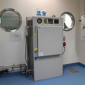 laboratory autoclave / pass-through / automatic / microprocessor-controlled