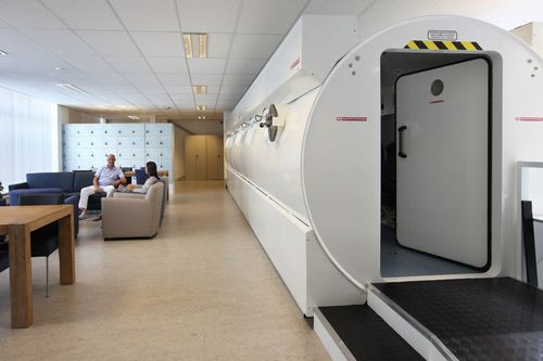 oxygen therapy hyperbaric chamber / decompression / multiplace