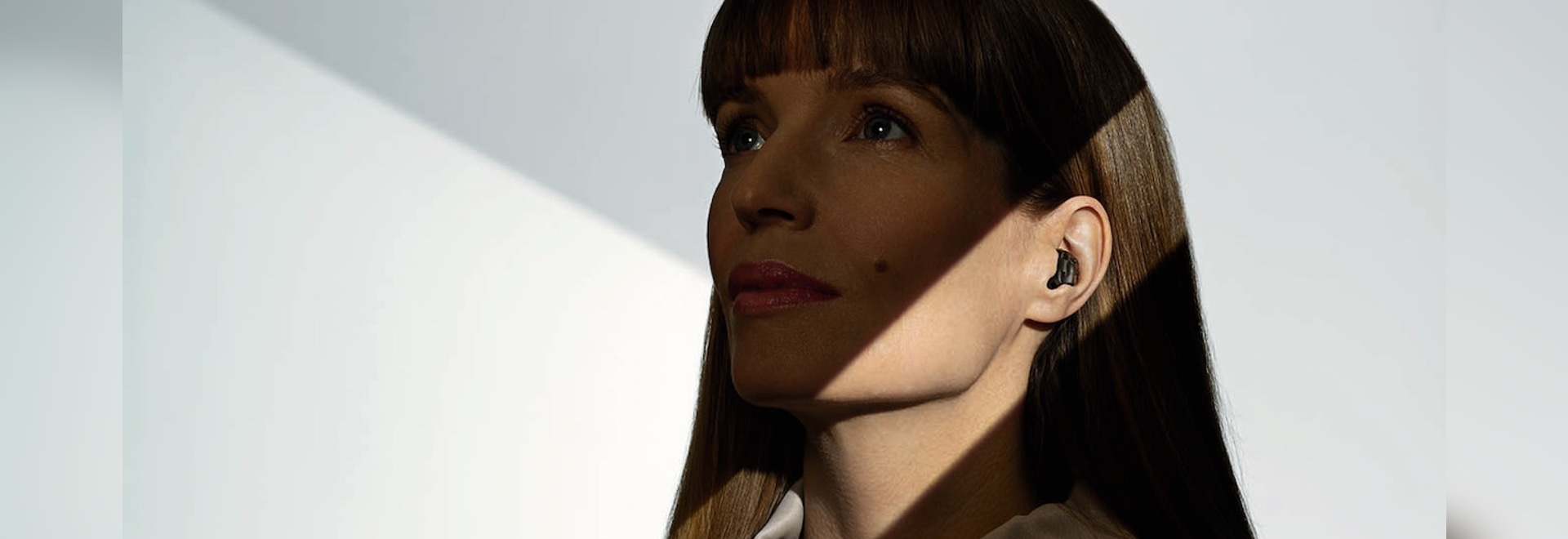 Phonak unveils Virto Black, a fully-connected, earbud-shaped hearing aid