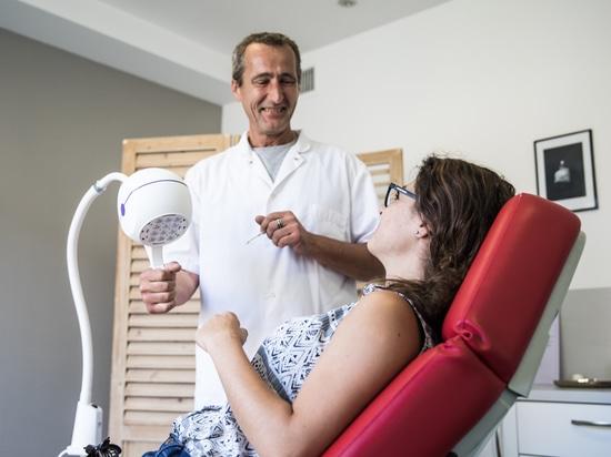 Dermatologist and Bella lamp