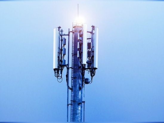 5G antennas (iStock)