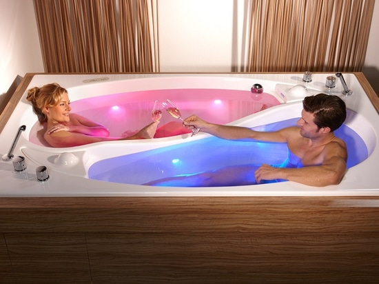 The couple bath Yin Yang - taking a bath together, yet alone
