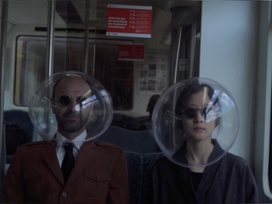 Isolated by plastic bubbes: iSphere is an open-source face protection device