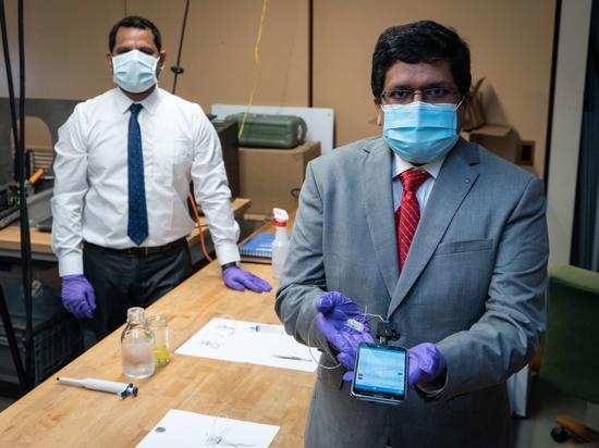 Carnegie Mellon Researchers Azahar Ali and Rahul Panat.