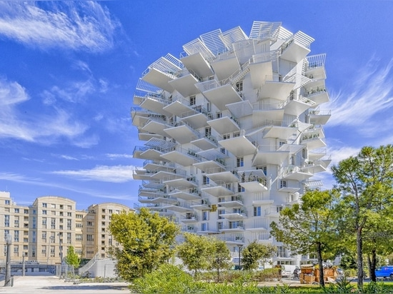 Modeled on the shape of a tree, the Arbre Blanc tower in Montpellier is a curved 17-story building containing 113 apartments.