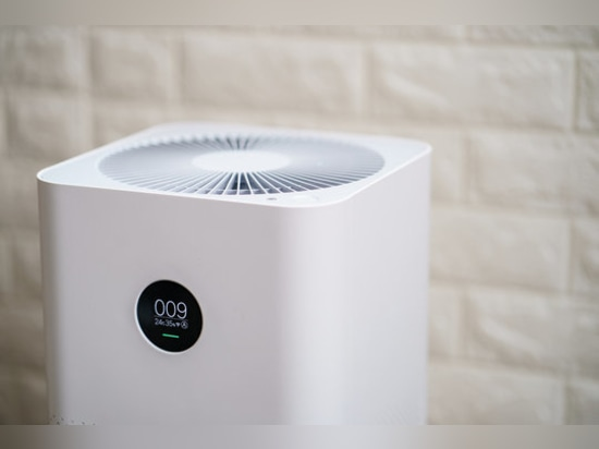 Air purifiers significantly reduce aerosol exposure and thus the risk of infection indoors.