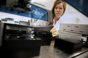 sistema de automação de laboratório para testes de endotoxinas