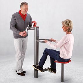 pedal exercitador para braços e pernas / em posição sentada / para ambiente externo