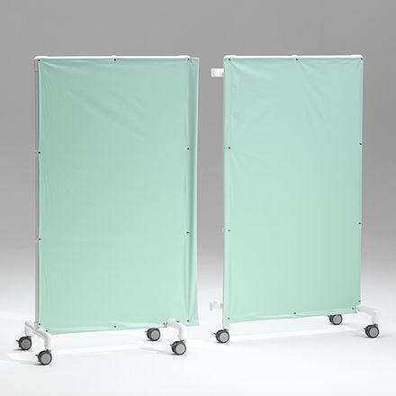 biombo hospitalar com rodízios / 2 tabuleiros / com cortina