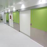 porta de correr / para estabelecimento de saúde